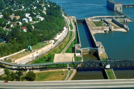 Mississippi_River_Lock_and_Dam_number_19