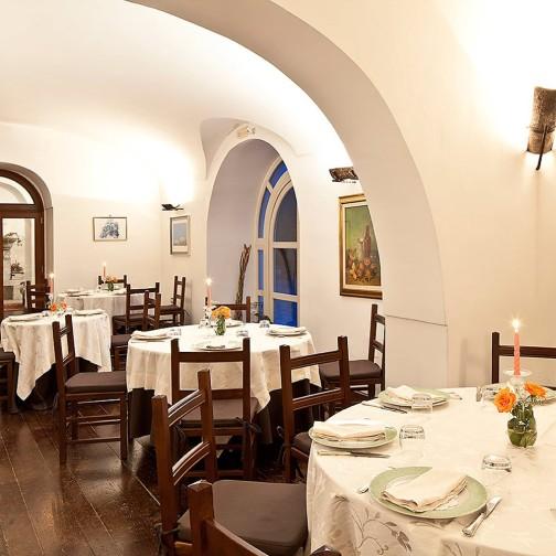Villa R Dining